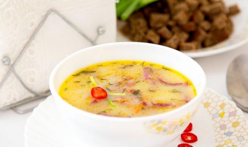 Суп с сыром и колбасой