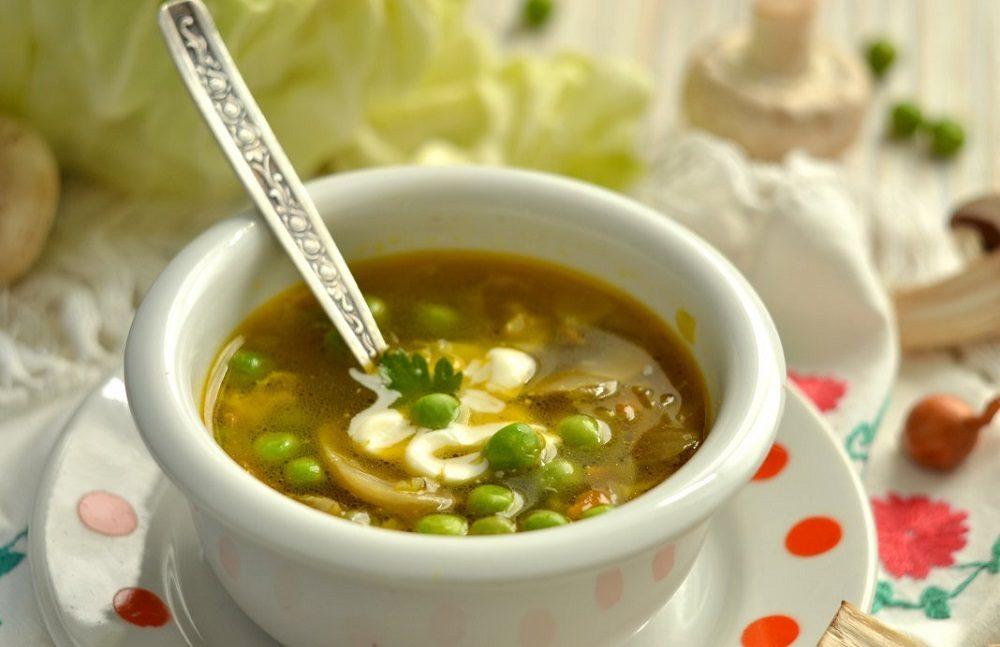 Суп с зелёным горошком и рулькой