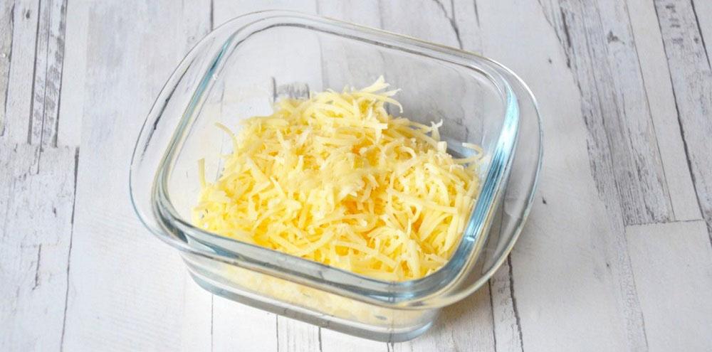 Твёрдый сыр для салата с ананасами