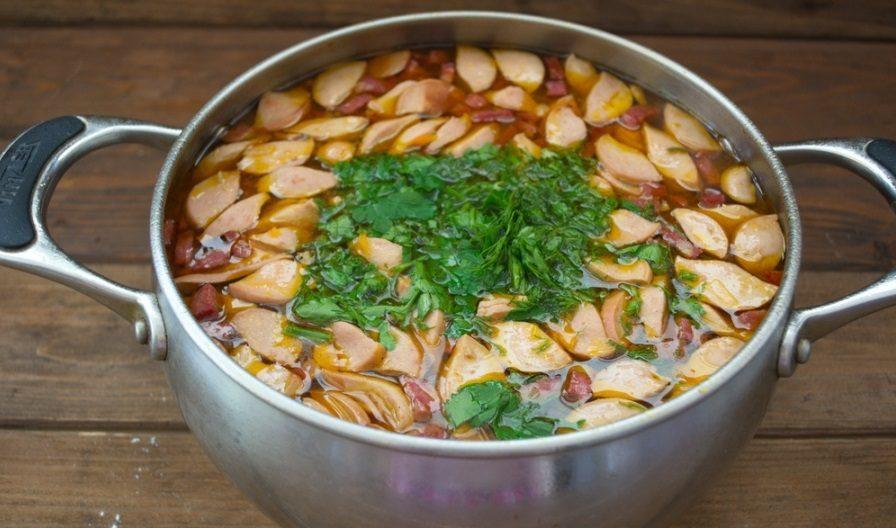 Зелень для солянки с сосисками
