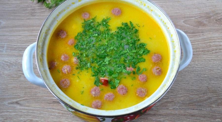 Зелень для супа с охотничьими колбасками