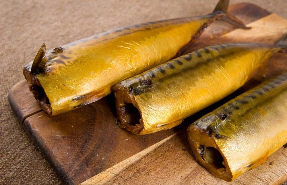 Золотистая копчёная рыба