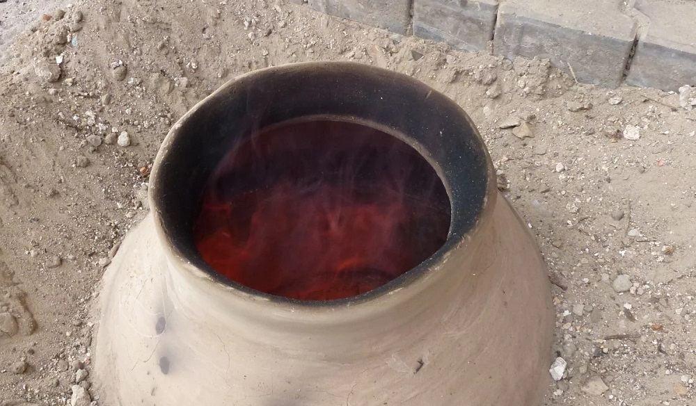 Огонь в земляном тандыре