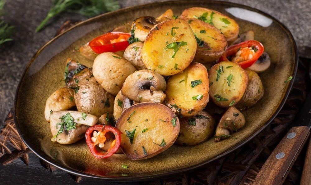 Картошка, шампиньоны и сельдерей из тандыра