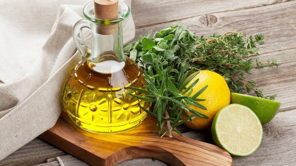 Лимон, масло и травы