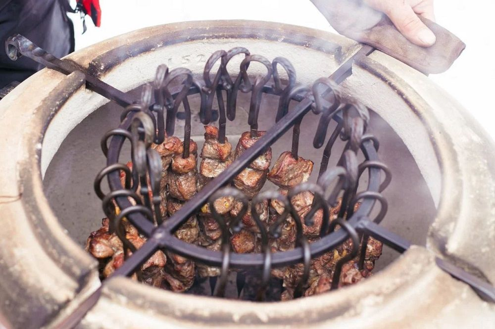Мясо на шампурах в тандыре