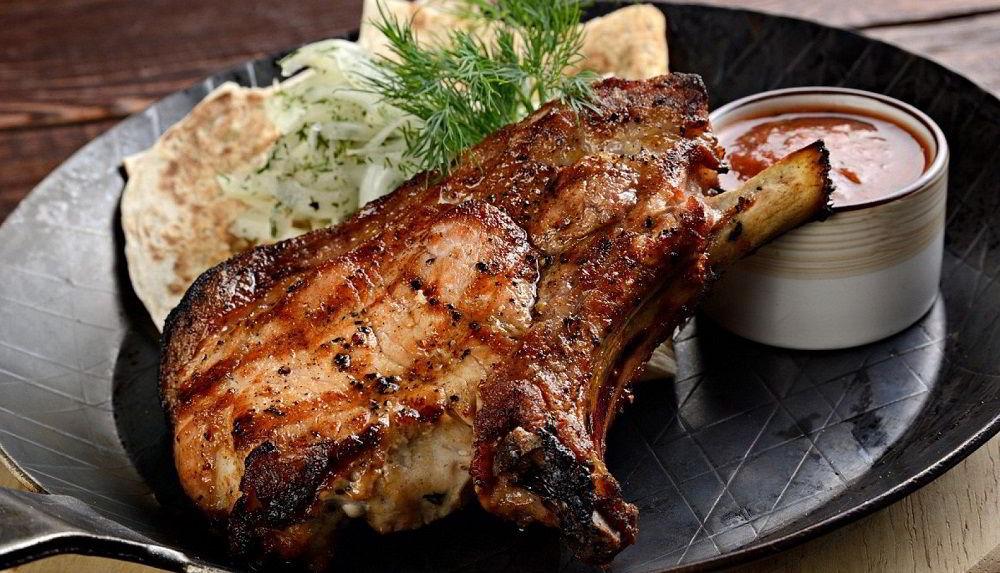 Антрекот из свинины на кости