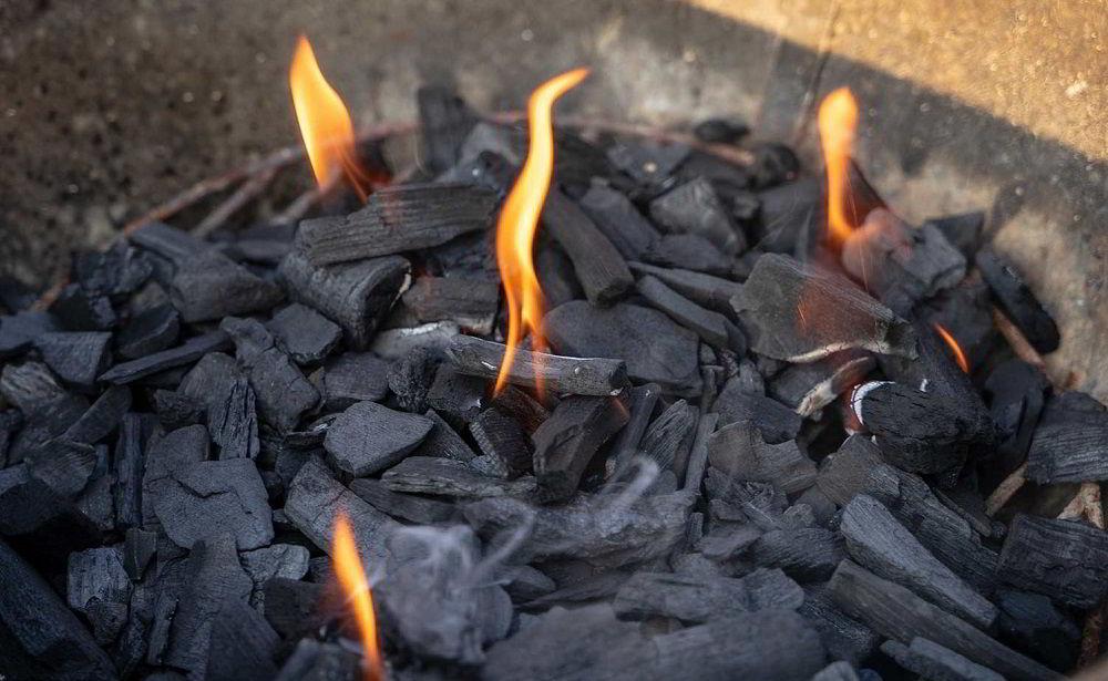 Древесный уголь в барбекю