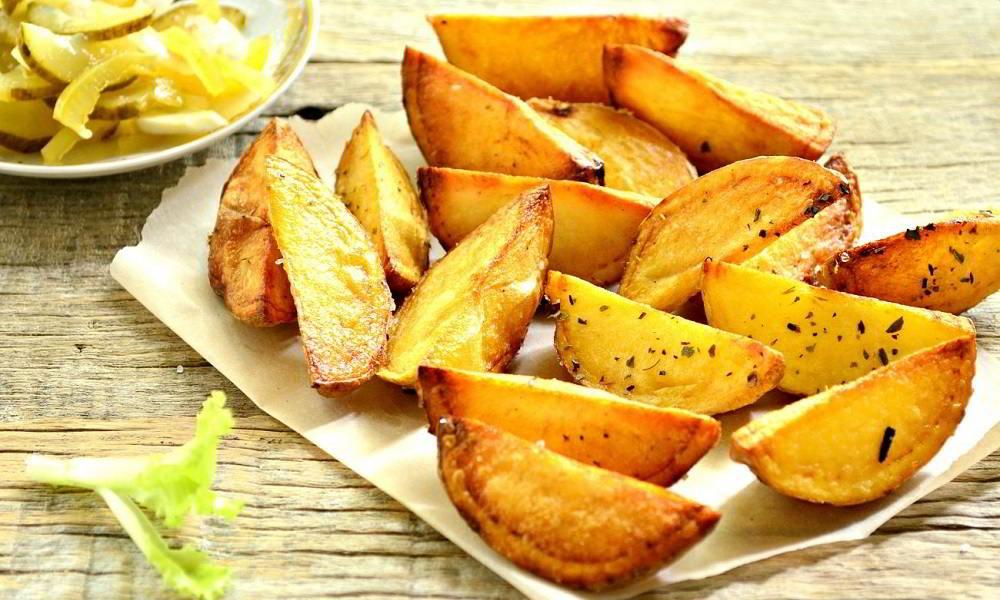 Картофель по-деревенски к рёбрышкам
