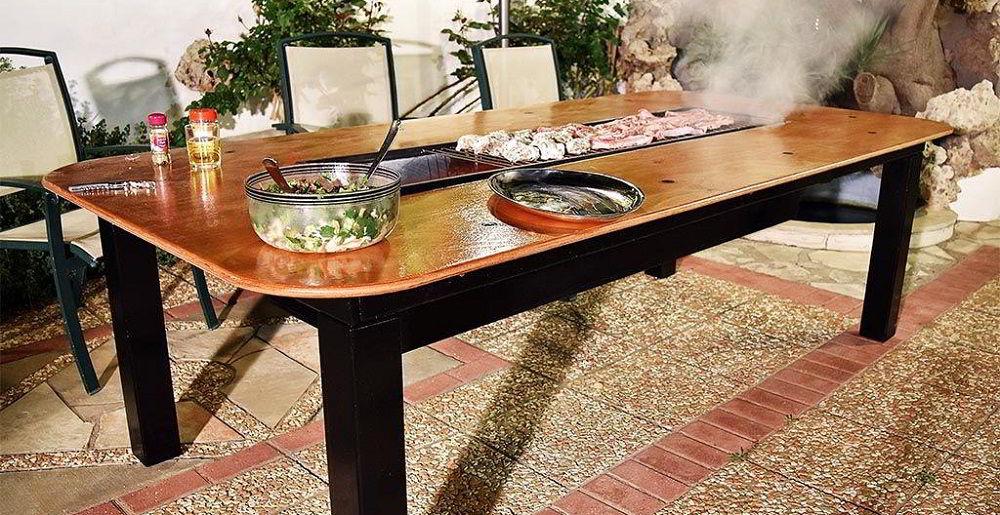 Мясо на барбекю в столе