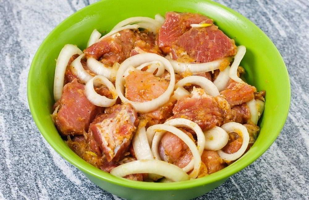 Свинина для армянского шашлыка в маринаде