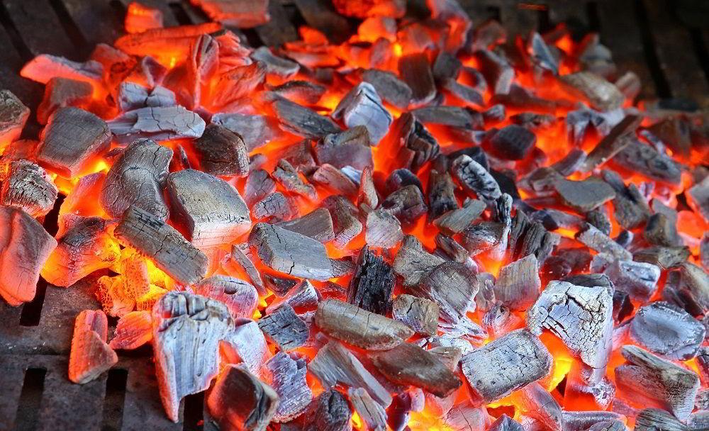 Уголь древесный в барбекю
