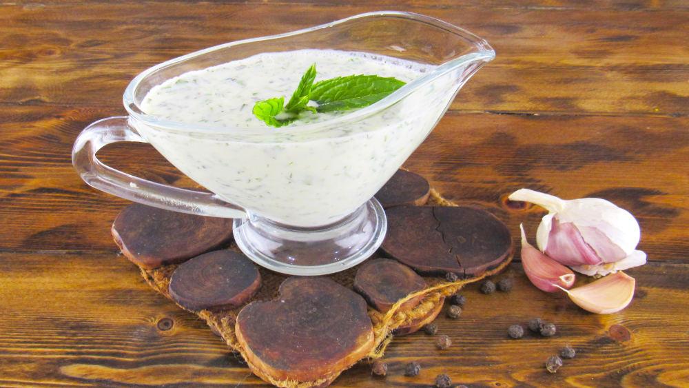 Белый соус с орехами