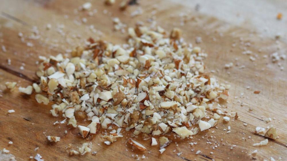 Грецкие орехи для соуса