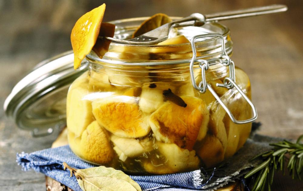 Консервированные грибы для соуса