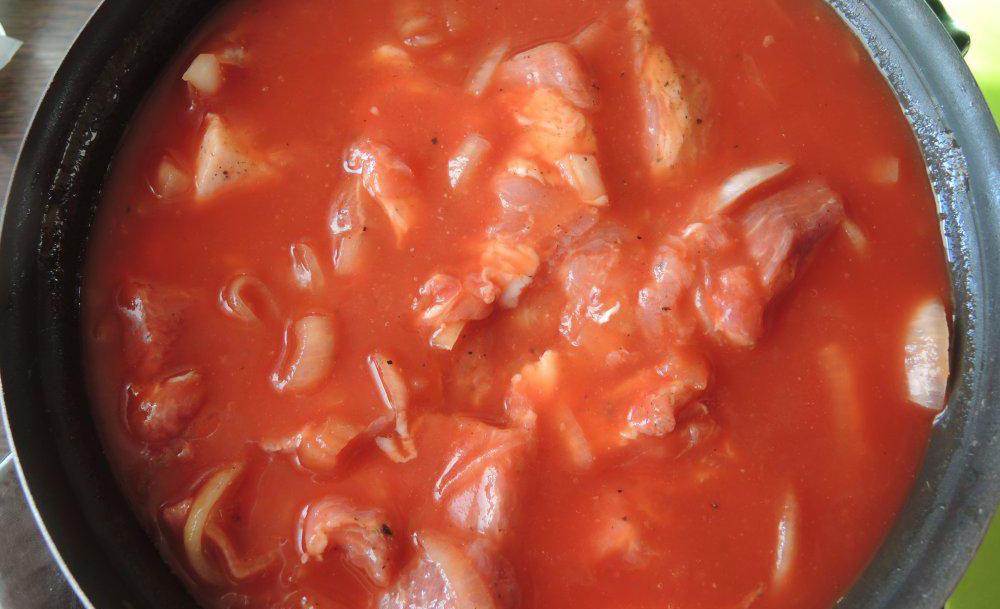 Свиная грудинка в томатном соке