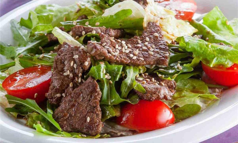 Тёплый салат с шашлыком