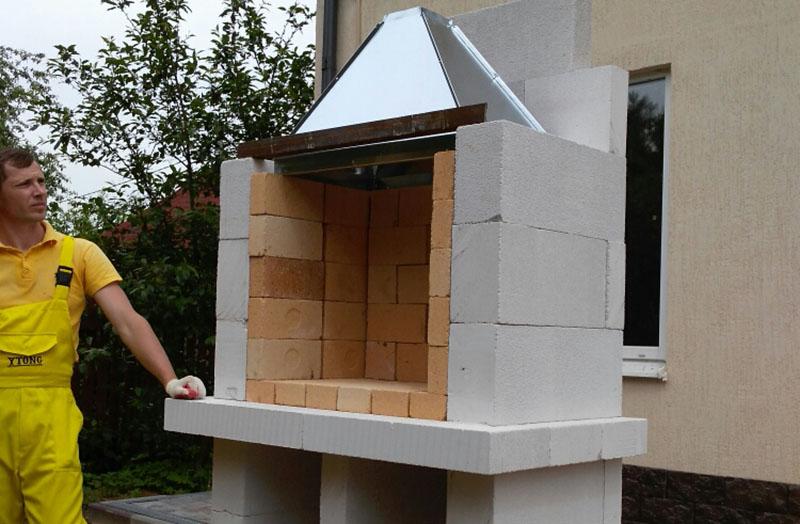 Вытяжной зонт для мангала из бетона