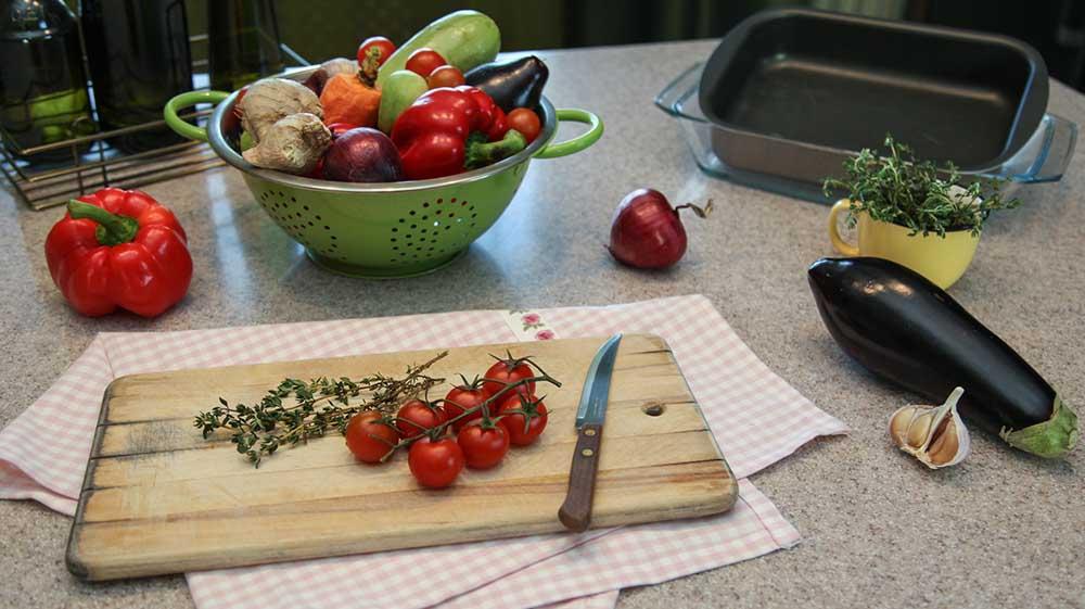 Кабачки, помидоры и лук для печени