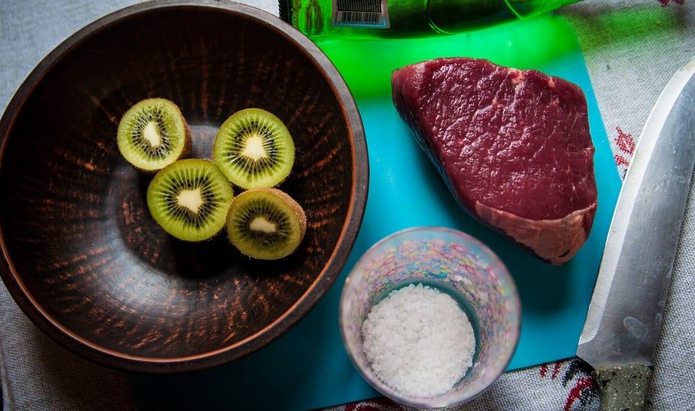 Киви, говядина и соль