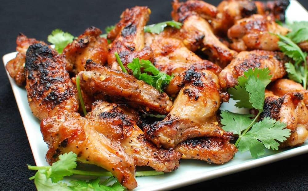 Крылышки барбекю с мангала