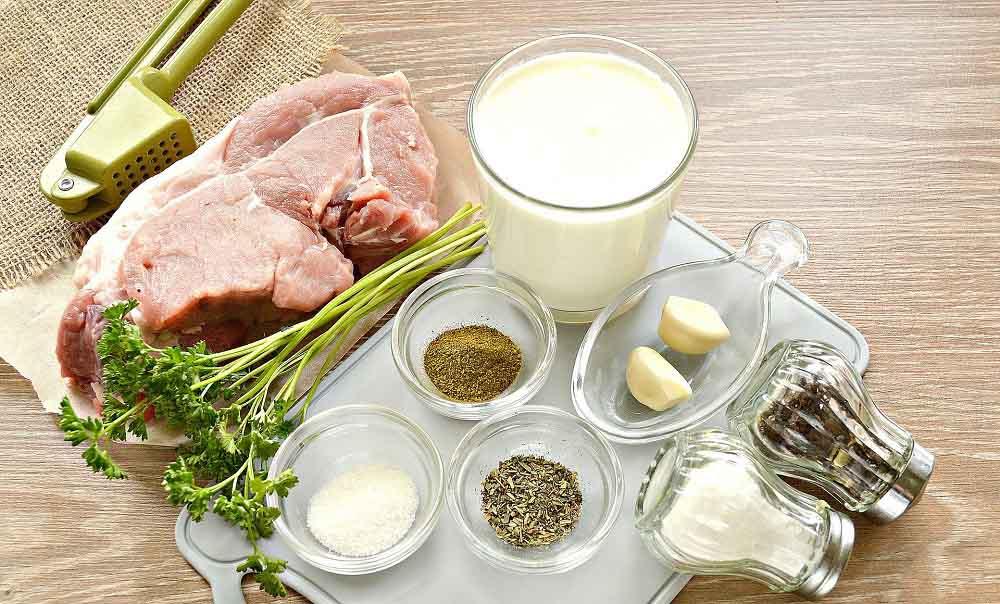 Свинина, кефир, чеснок и специи
