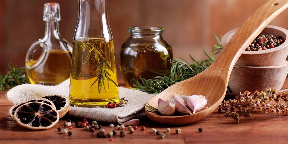 Чеснок, масло и специи