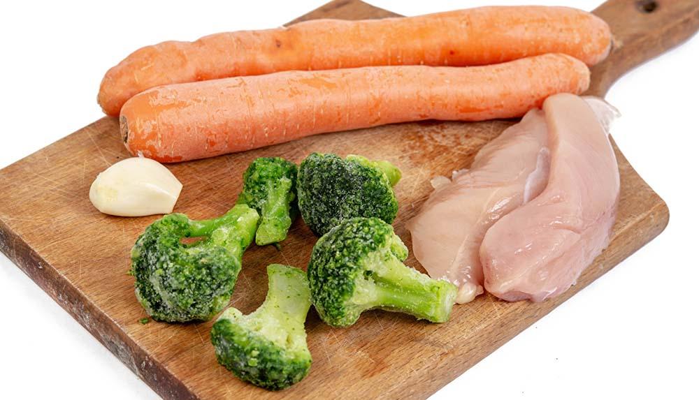 Курица, морковь и брокколи