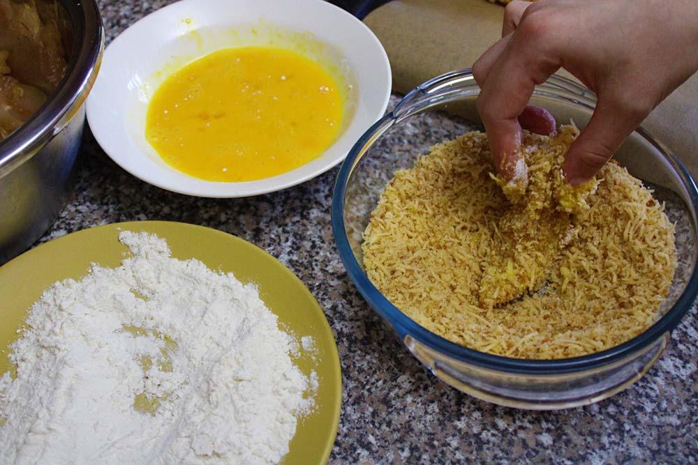 Курица, сухари и сыр