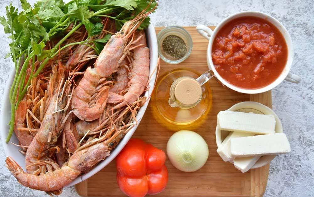 Лангустины, перец, лук, специи