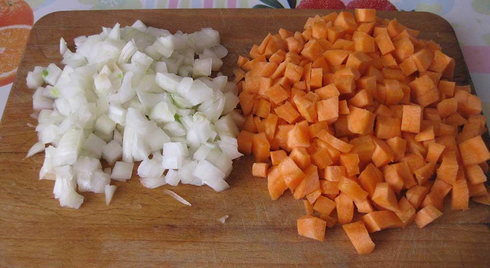 Лук и морковь для леща