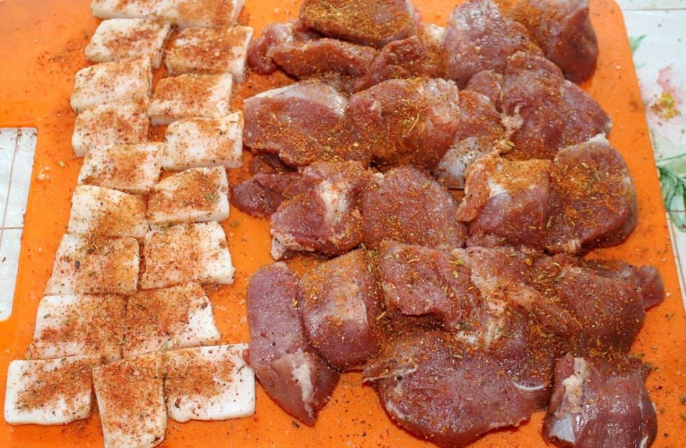 Мясо и сало со специями