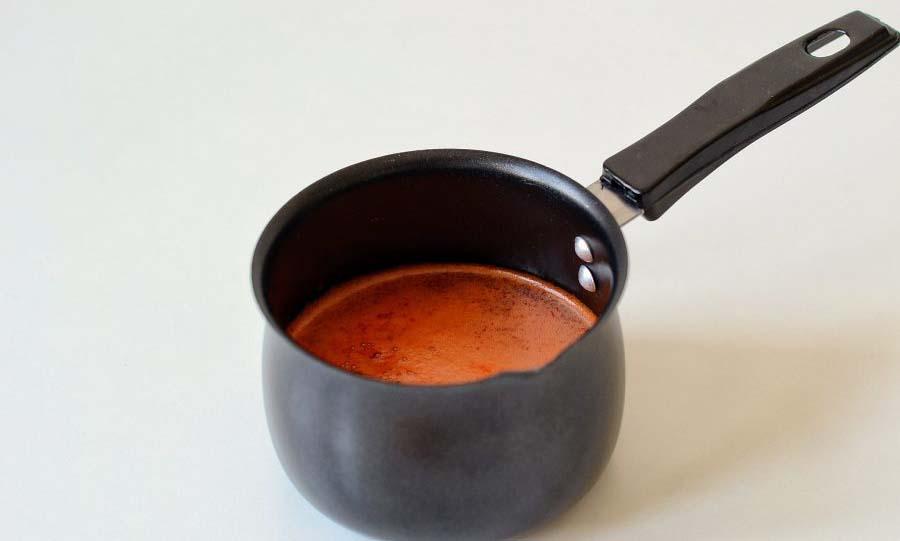 Перец с чесноком в сотейнике