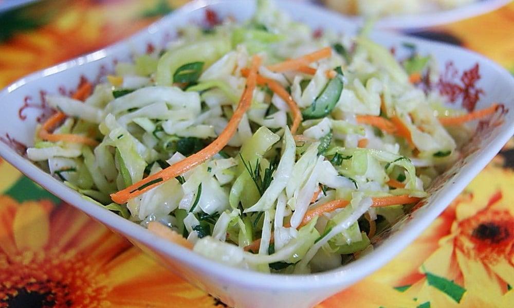 Салат из капусты, огурца и моркови