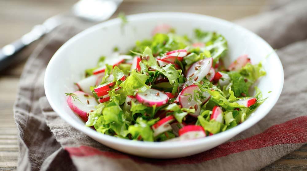 Салат из редиски и рукколы