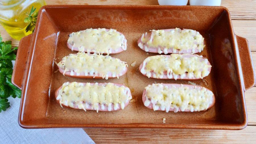 Сардельки с сыром