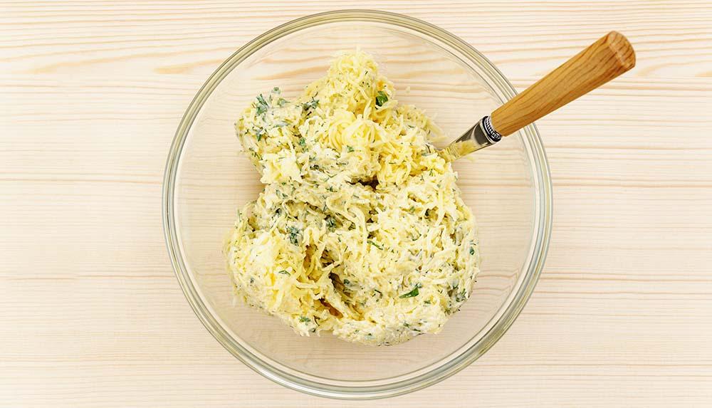 Сыр с майонезом и зеленью