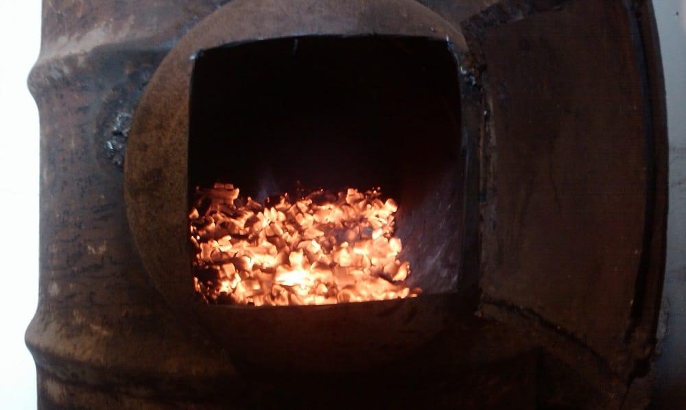 Уголь в печке