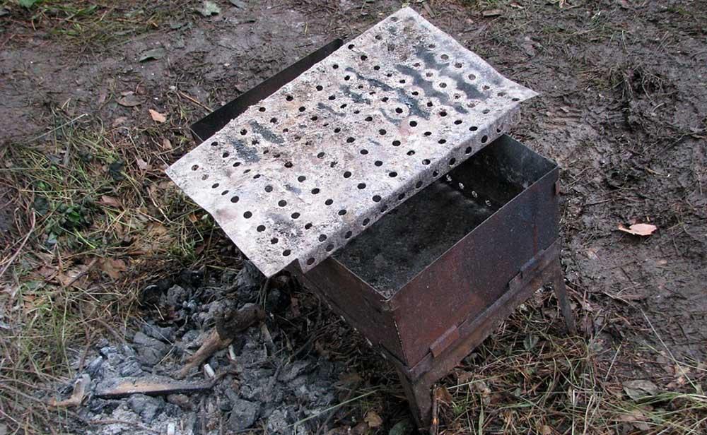 Дно металлического мангала