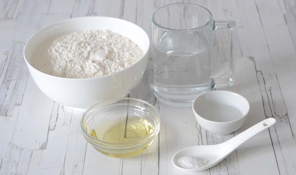 Мука, вода, масло и соль