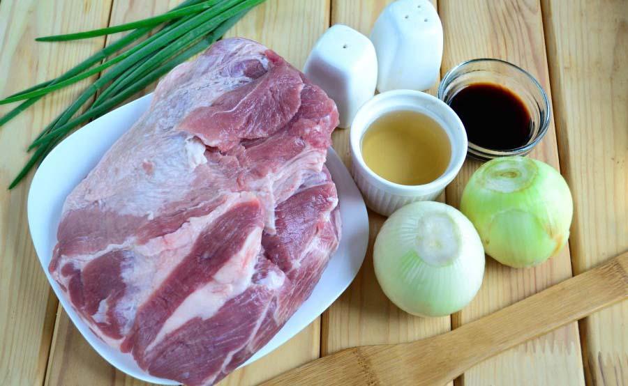 Свинина, винный уксус, лук и специи