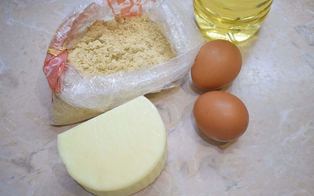 Сулугуни, яйца, панировочные сухари