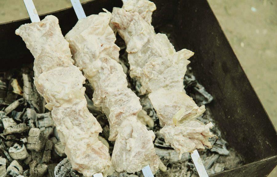 Свинина в сметане на мангале
